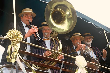 Traditional, Dixieland style jazz band . . .