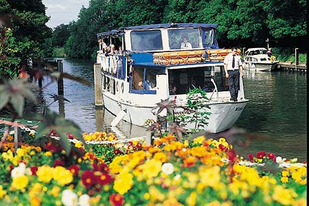 French Brothers Boats Maidenhead 2 1/2 hour lunch cruise Image 3